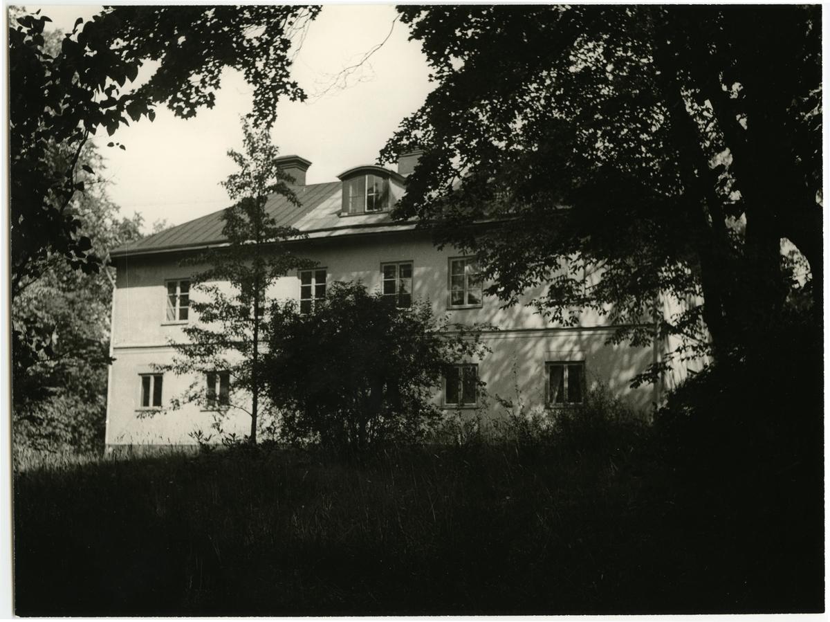 Tomteboda. Statens Järnvägar, SJ. Kontor- och bostadsområdet Ingenting. Området och skogen intill fick sitt namn av Frälsegården vid Karlsbergs slott.