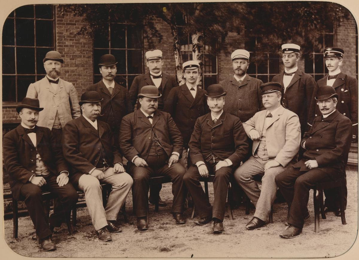 Personal vid Östersunds stationshus på 1890-talet.