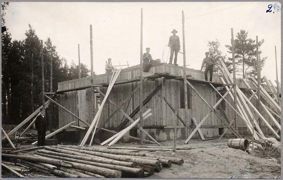 Byggande av bostadshus.