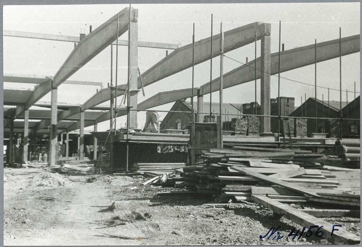 Byggnationen av rälsbussverkstaden vid Örebro centralverkstäder.