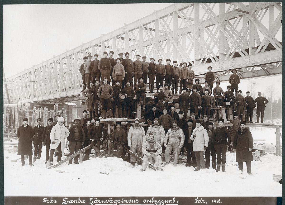 Uppförande av järnvägsbro över Ljusnan vid Landa.