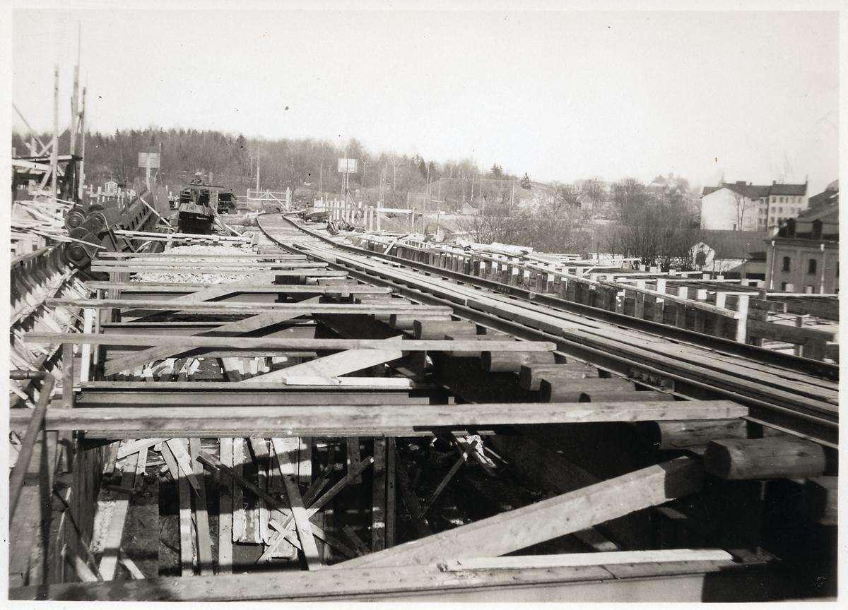 Järnvägsspåret sett mot Söder, Stockholm, från Årstabron.