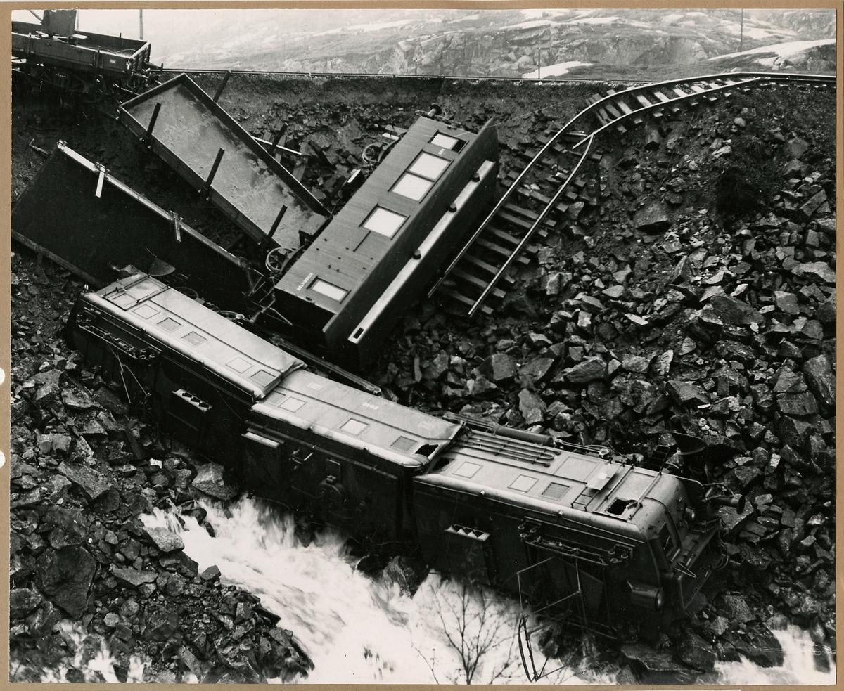 Järnvägsolycka i Norge. Banvallsras vid Katterat. Bilden tagen innan uppröjningen påbörjats.