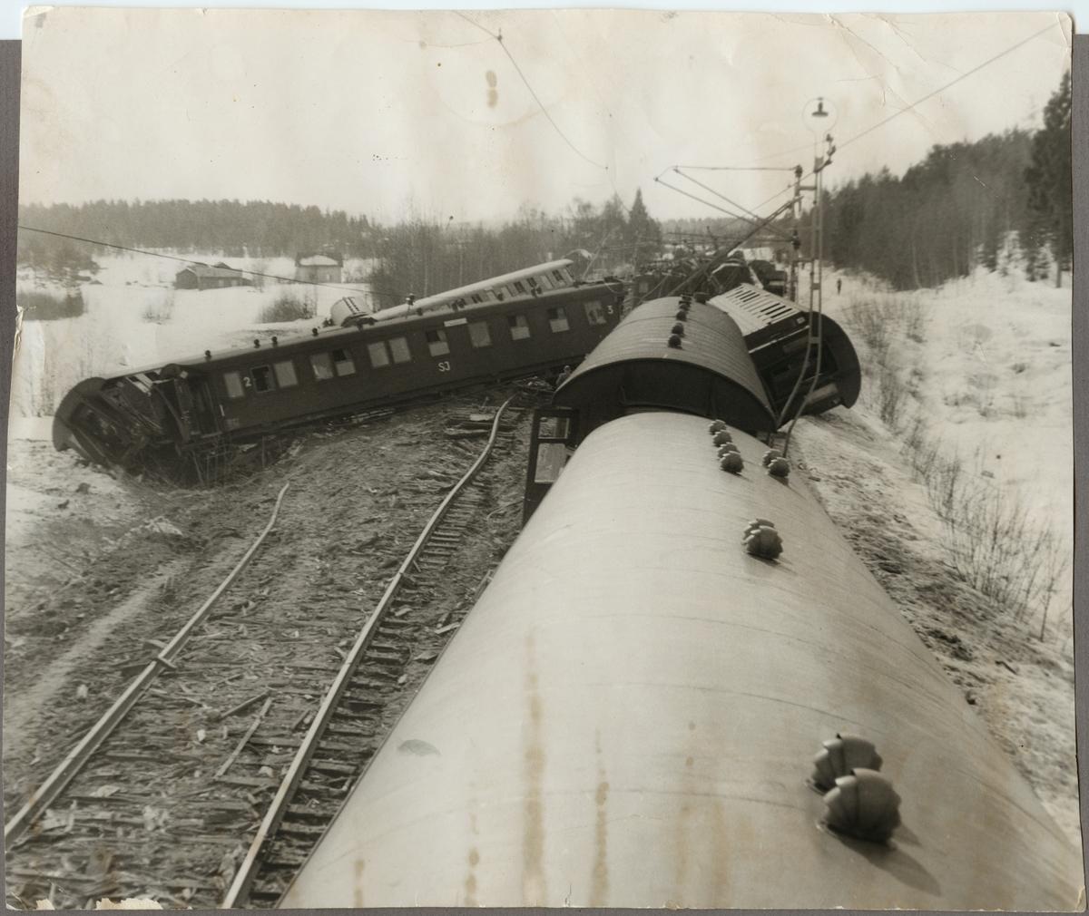 Urspårade vagnar efter tågolycka på linjen mellan Holmsveden och Järvsö.