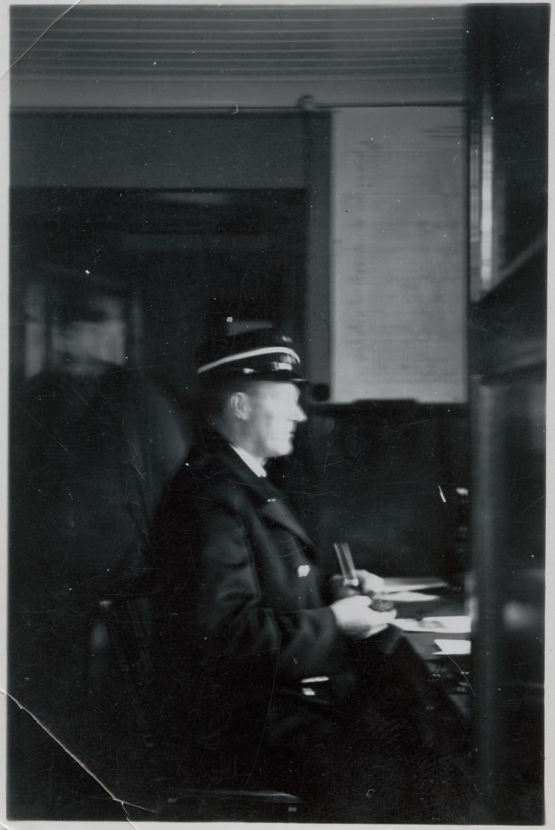 Långsjö-Pelle i arbete på expeditionen.