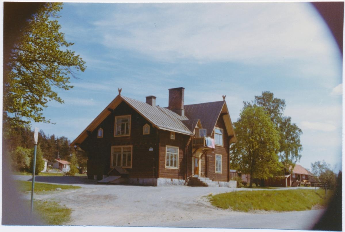 Stationen från vägsidan
