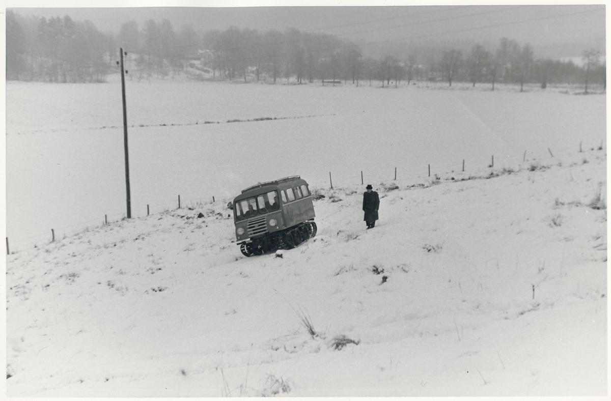 Statens Järnvägar, SJ bandvagn 9007, specialbyggd åt Statens Järnvägar på 1950-talet.