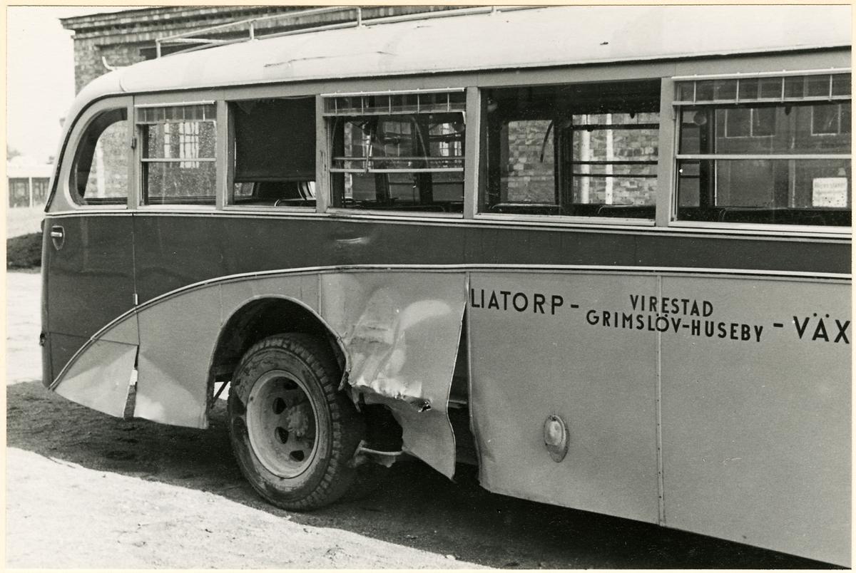 Karosskadad buss.