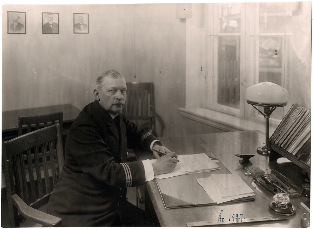 Stationsinspektor Oscar Hontwedt. Halmstad - Nässjö Järnväg, HNJ.