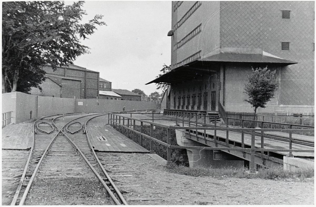 Lagerhus för lagring av spannmålsprodukter under krigsåren.