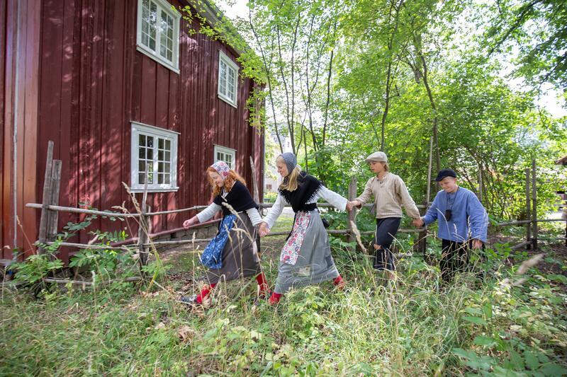 Barn i farta på Historisk ferieskole, Norsk Folkemuseum. (Foto/Photo)