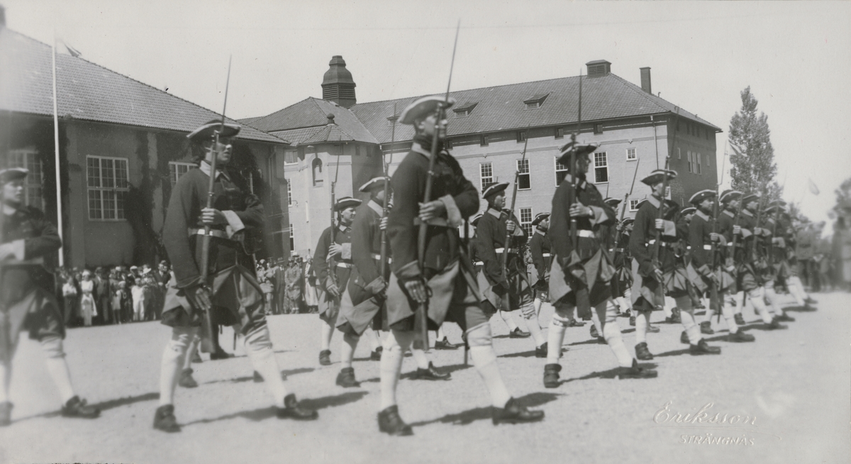 Regementets dag vid Södermanlands regemente I 10. Karolinerexercis.