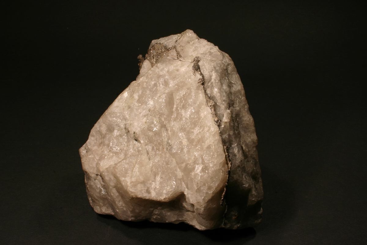 Åre med bladsølv i kvarts Kongens gruve 1934 Vekt: 642,12 g Størrelse: 10 x 10 x 6 cm