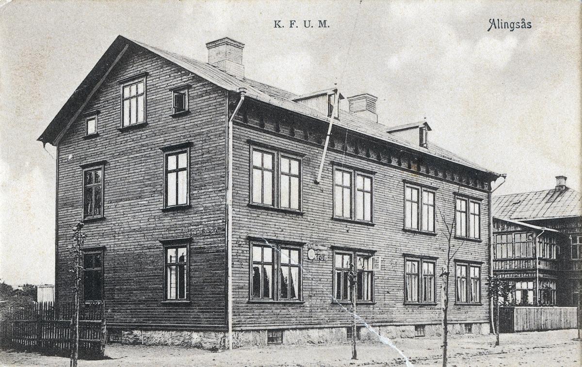 Vykort med motiv av K.F.U.M:s byggnad på Alströmergatan.