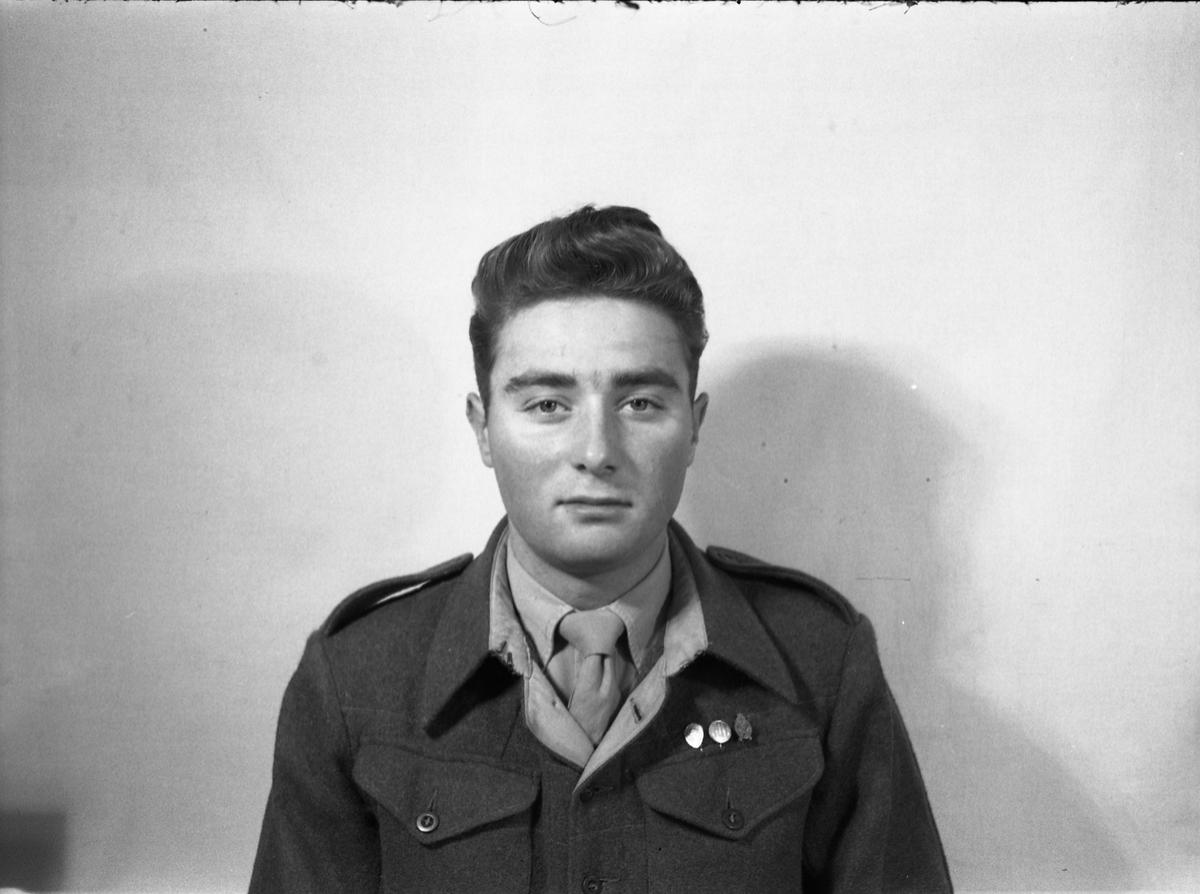 Portrett av uidentifisert soldat.