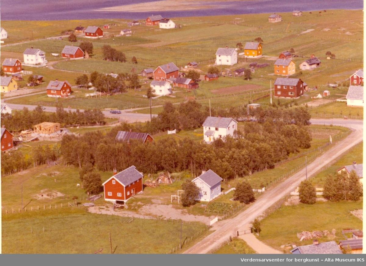 Kronstad, jorder, bolighus, uthus, vei, Altafjorden