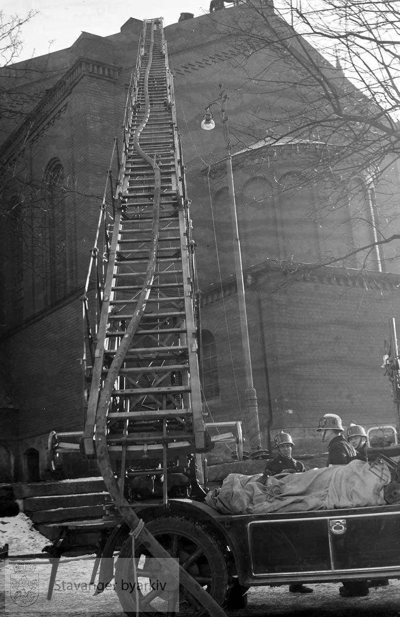 Brannutrykning til St. Petri kirke 4. mars 1937