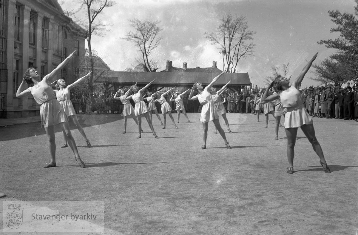 Gymnastikkoppvisning i Kongsgård.