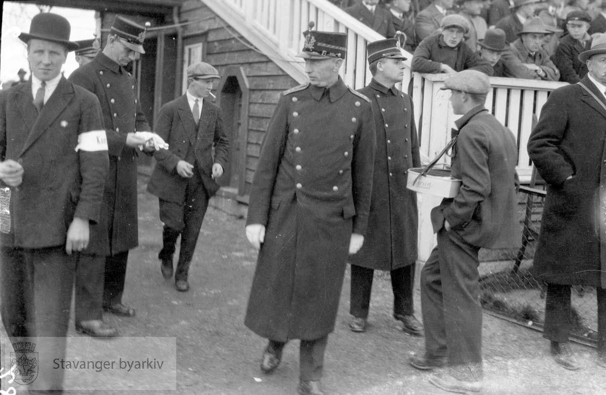 Politimenn og sikkerhetskontrollører