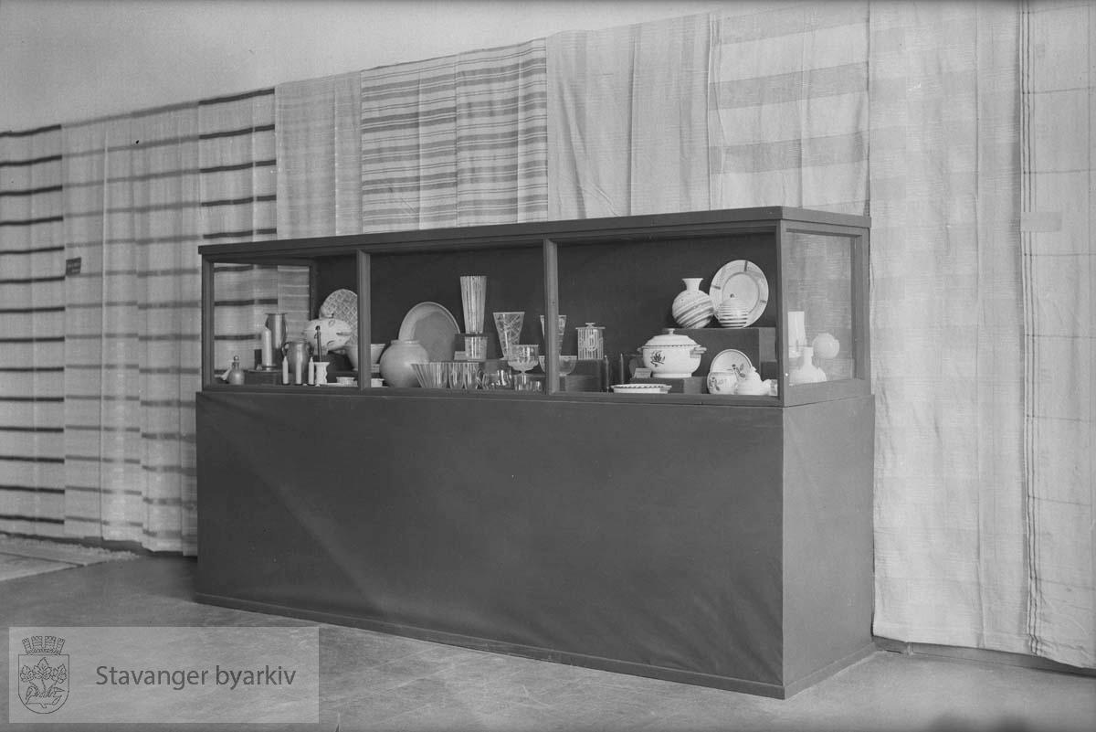Bruksutstilling, Stavanger Museum .Utstilling av møbler og inventar.