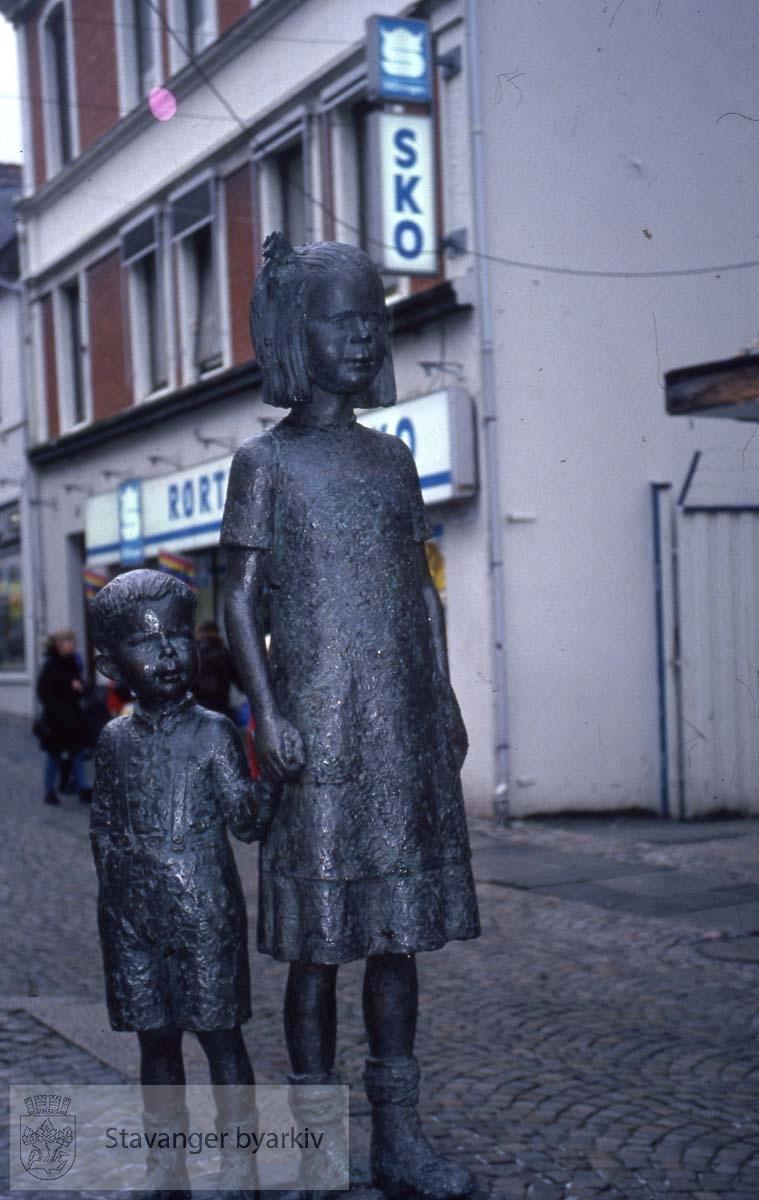 Johanna og Broremann.Skulptur av Svein Håvarstein.Gave fra Stavanger Aftenblad