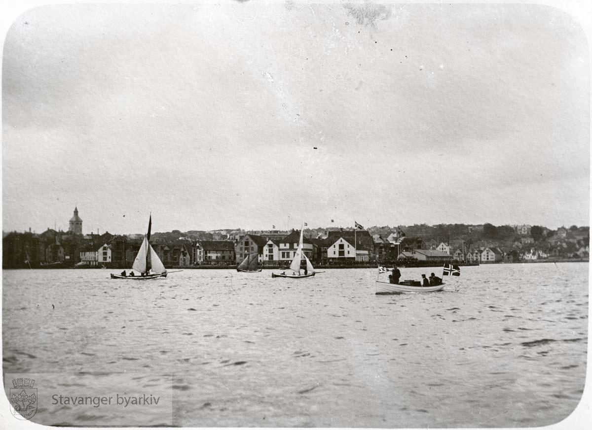 Valbergtårnet i bakgrunnen til venstre. ...Seilbåt.Seilskute.Seilskip
