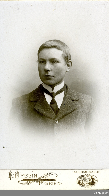 Portrett av ukjent ung mann