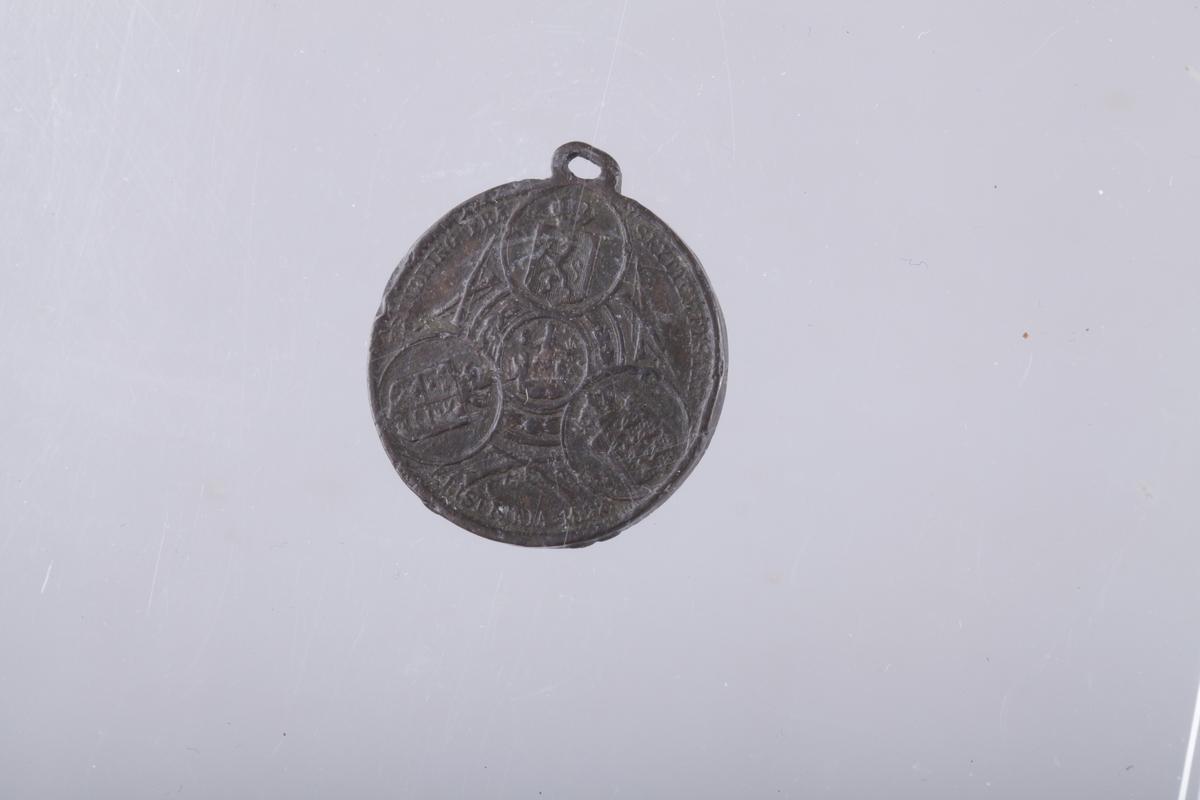 Mynt, minnemedalje hertug Ferdinand av Braunschweig, Forsiden hertugen til hest, omskrift FERDINAND HERZOG CU BRUNSCHWEIG, baksiden HAT DIE FRANZOSEN GESCHLAGEN BEI MINDEN AUG 1. 1759, Myntbilde: på venstre side en soldatavdeling med geværer rettet mot de på høyre side flyktende våpenløse fiender som også har faldne, mellom de stridende en røyksky