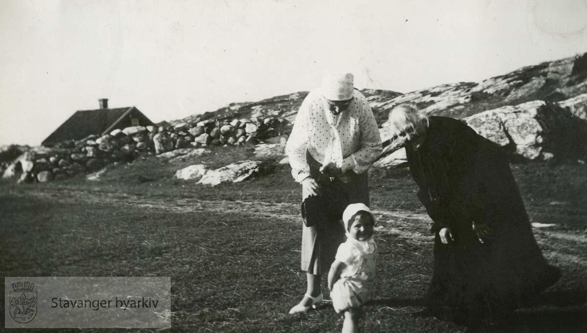 Martha og Signe Monsen med datteren Unni