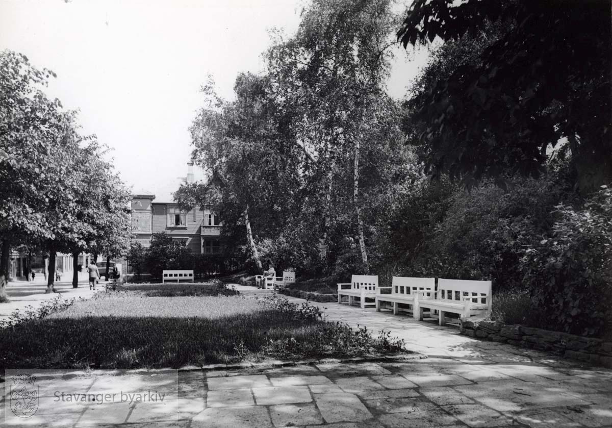 Parken nedenfor sykehuset langs Kannikgata