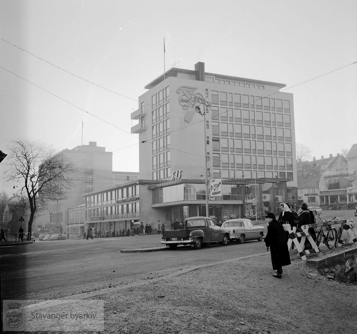Rogalandsbanken og Atlantic Hotell mot sør .Olavsgården.