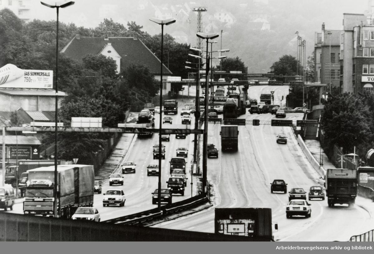 Gamlebyen. Økende trafikk. Juni 1991
