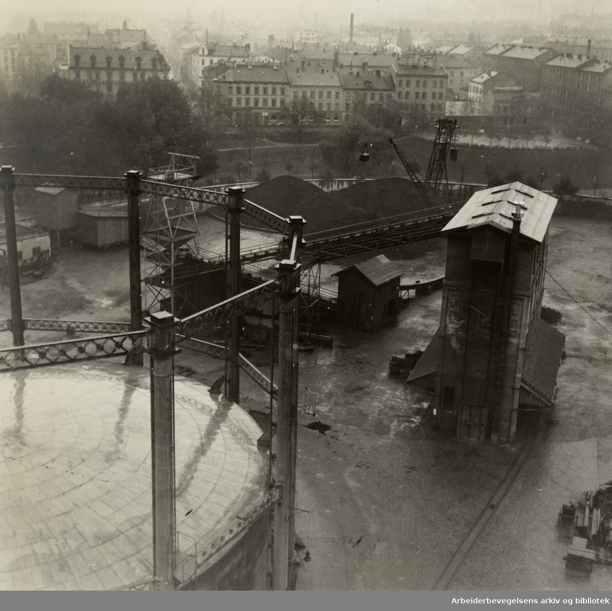Gassverket. Oktober 1945