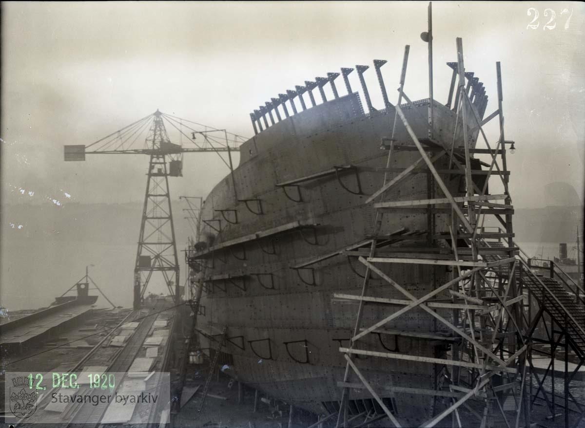 Rosenberg Mekaniske Verksted.Buøy..Skipet på 9000 tonn var landets største da det ble sjøsatt 4. juli 1921. Redere var Bruusgaard, Kiøsterud & Co., Drammen