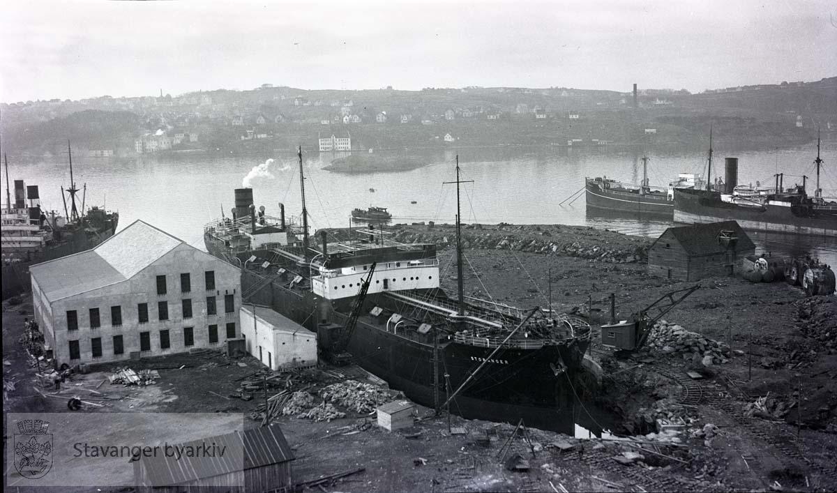 """""""Storanger"""" i dokk ved Rosenberg Mekaniske Verksted.Buøy"""