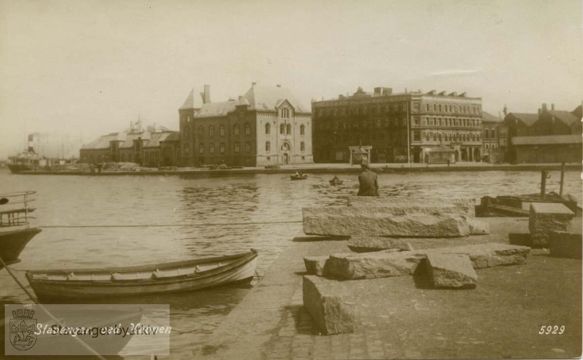 Vågen, Strandkaien i forgrunnen, Skansekaien og Victoria Hotel i bakgrunnen