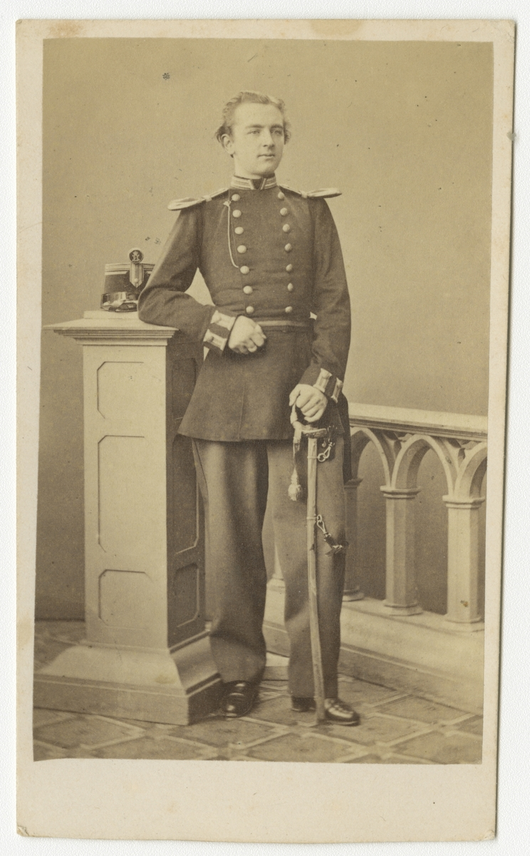 Porträtt av Oscar Hjalmar Wilhelm Sjögren, officer vid Västmanlands regemente I 18.