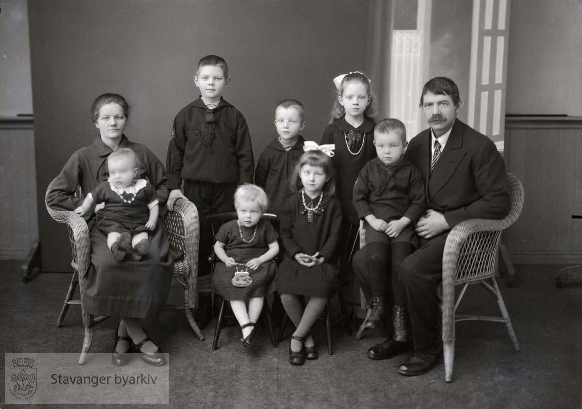 Gruppeportrett, familien Rossavik