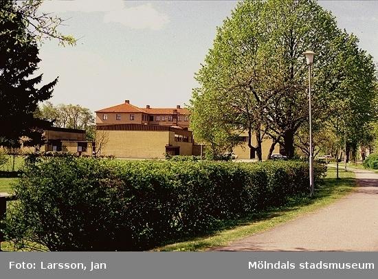 Vy österifrån på Stretereds vårdhem år 1981.