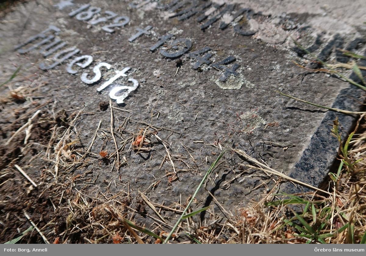 Motiv: Inventering av kulturhistoriskt värdefulla gravar på Knista kyrkogård.  1-48: Gravvårdar på västra delen av kyrkogården.   Foto: 1-48: Anneli Borg, Örebro läns museum  Se även:  OLM-2019-6 OLM-2019-364 OLM-2019-365 OLM-2019-366 OLM-2019-367   Övrigt:  Diarienr. 2016.230.119