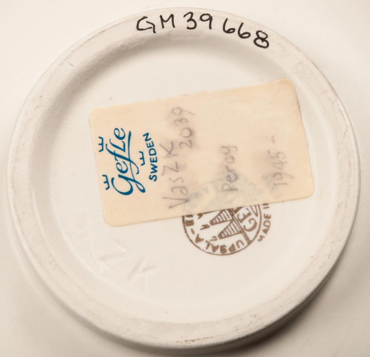 Vas med prickig gyllene dekor. Klotrund med smal hals. Etikett under: Modell ZK 2039 Percy 1945-  Stämplad: Upsala-Ekeby GEFLE Made in Sweden