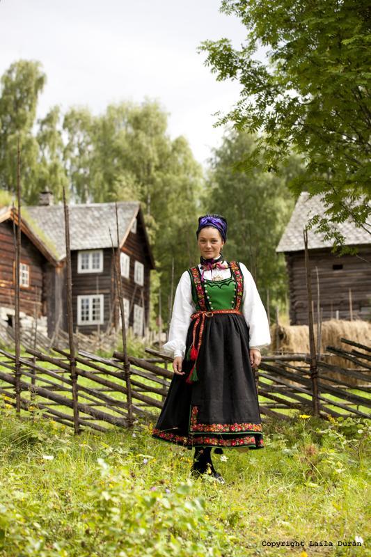 Kvinnebunad frå Tinn i Telemark. Foto Laila Durán (Foto/Photo)
