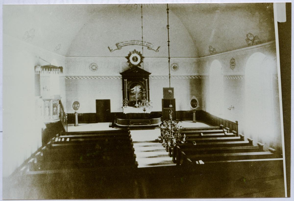 Huddunge sn, Huddunge kyrka. Interiör av kyrkan mot altaret, omkr. 1900.