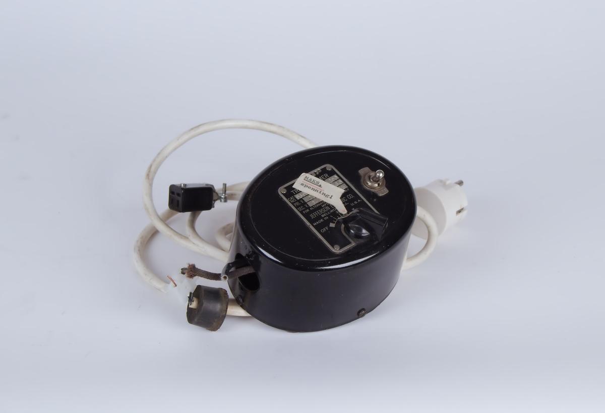 Sort apparat, trolig for regulering/måling av strøm til spesialutstyr brukt på laboratorium.