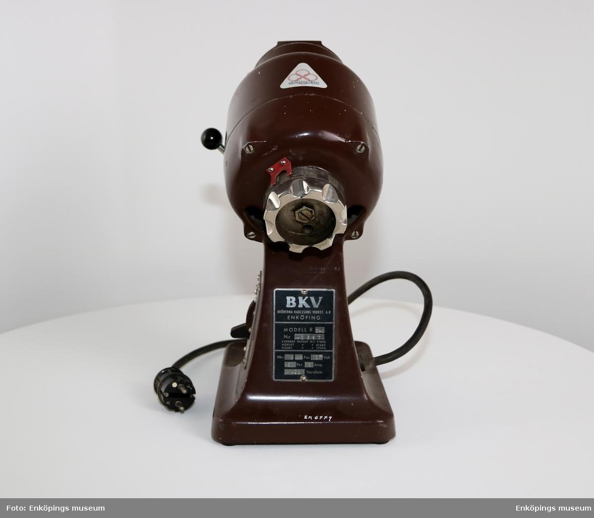 Elektrisk kaffekvarn tillverkad av: Bröderna Karlsson Verkst. AB Enköping.