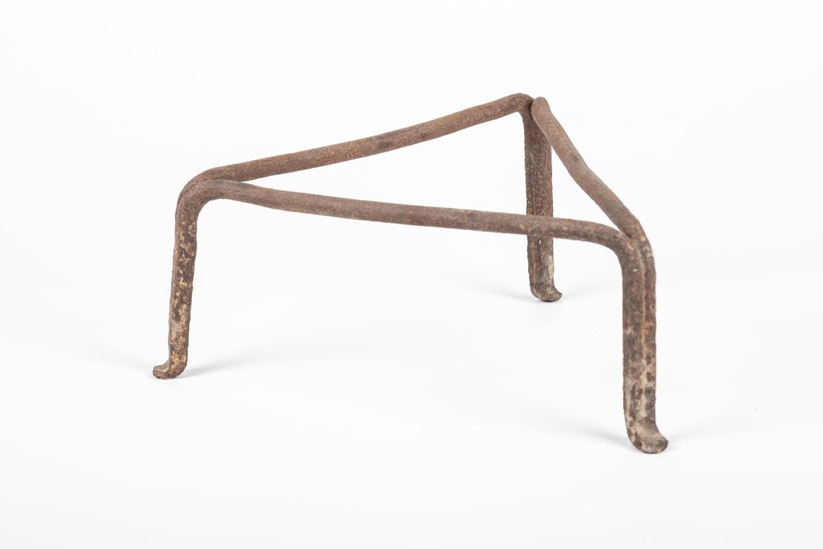 Brannjernet er et trekantet stativ i smidd jern. Består av tre bøyler som er smidd sammen slik at de utgjør en trekant med tre bein. Ble brukt til å sette gryter o.l på ved matlaging over åpent ildsted.