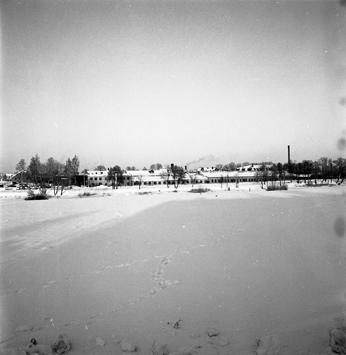 Arboga Maskiner och Lilla Strömsnäs sett i vinterskrud