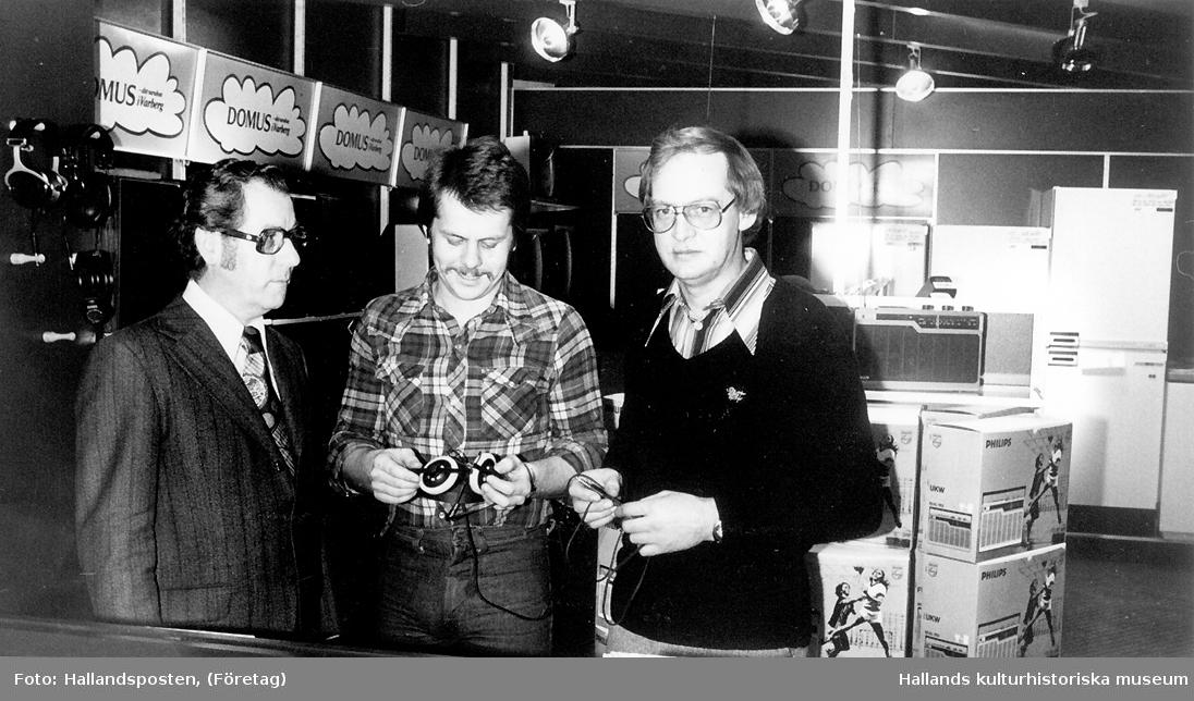 Interiör från varuhuset Domus. Roy Silverby visar den nya avdelningen för varuhuschefen Erik Engdahl och personalchef Tage Carlsson.