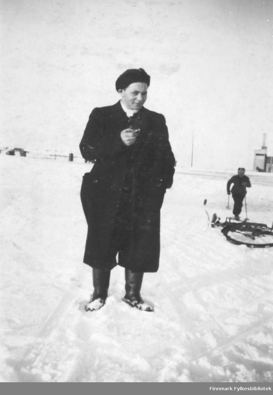 Ivar Henrik Iversen fotografert på en snødekt slette. Sted er ukjent.