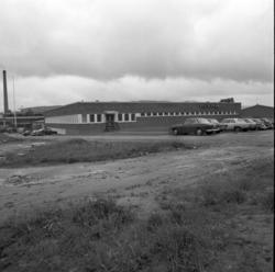 Plyfa-fabriken i Hassela, exteriör- och interiörbilder från